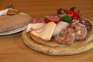 """Essen in Gasthof """"Zum Knopfloch"""""""